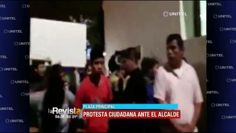Protesta ciudadana es agredida por personas afines a Percy Fernández