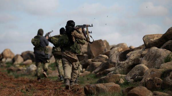 Rebeldes sirios del grupo Ahrar al Sharqiya durante un entrenamiento en la ciudad de Al Rai, en el norte del país (Reuters)