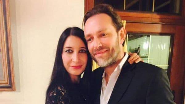 Xavier Thomas junto a su novia, Christine Delcros, que sufre de una rotura de pelvis en el hospital tras el ataque en Londres