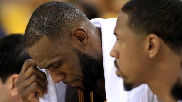 LeBron James tendrá que decidir si se queda en los Cleveland Cavaliers o se marcha a otro equipo (Getty Images)