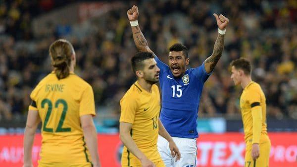 El brasileño Diego Souza festeja uno de sus goles ante Australia (AFP)