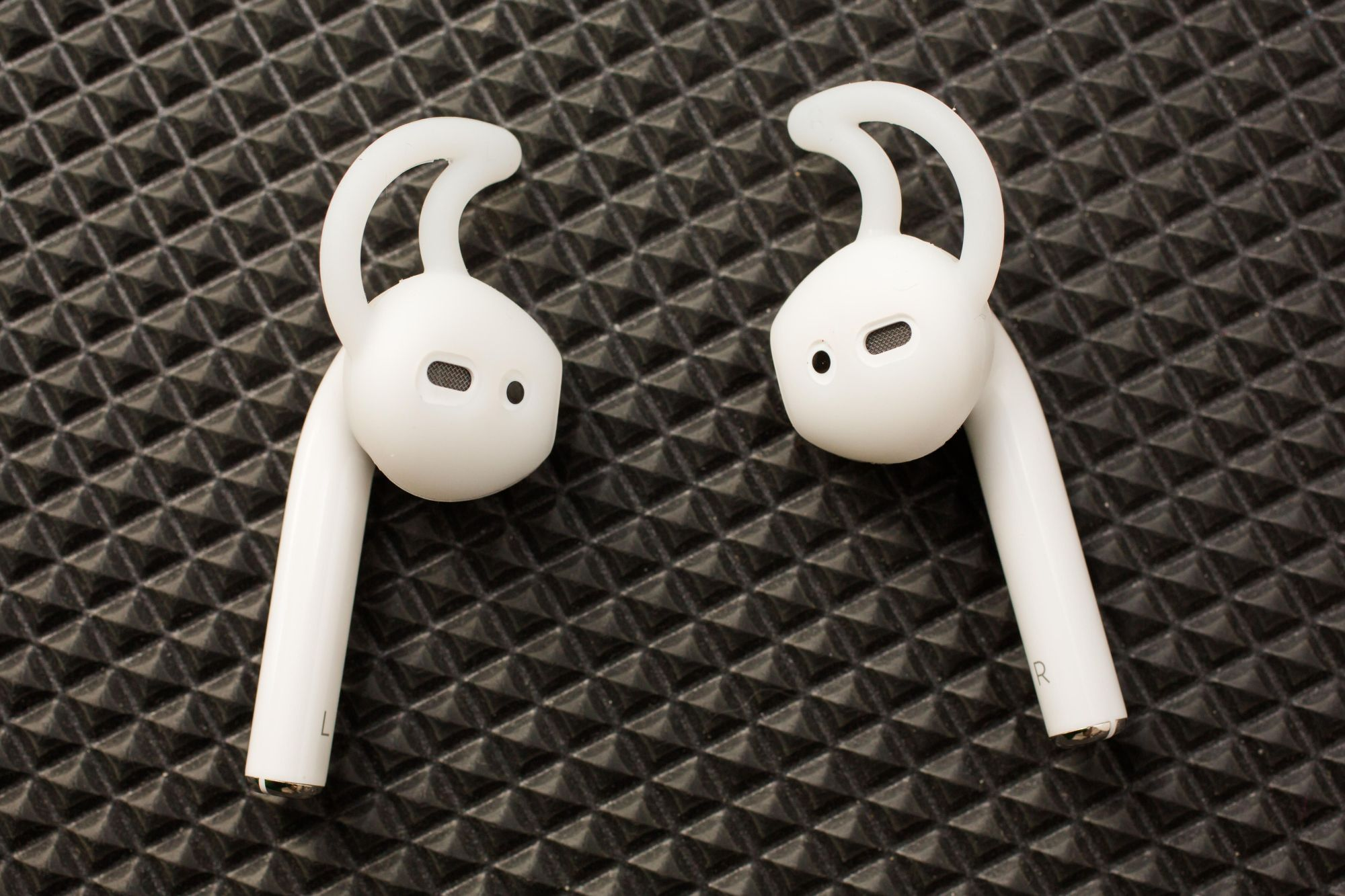 apple-airpod-sports-fitting-01