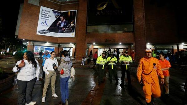 Las autoridades evacuaron el centro comercial ubicado en el norte de Bogotá. (AFP)