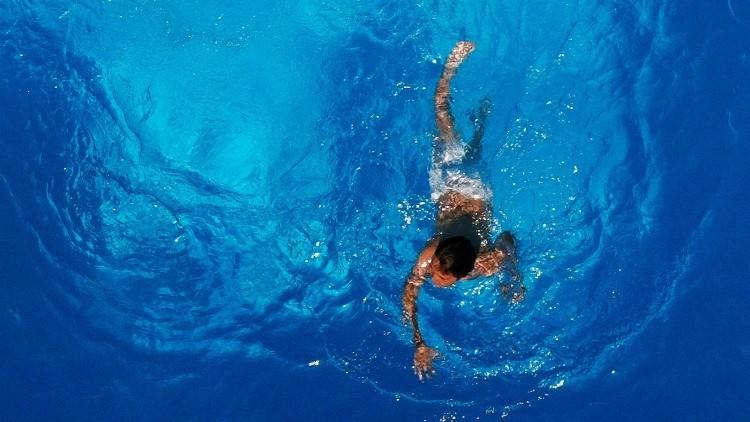 La foto de una piscina improvisada en un balcón provoca una ola de memes y críticas en la Red