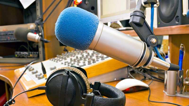 Resultado de imagen de Al menos 15 emisoras ilegales bolivia
