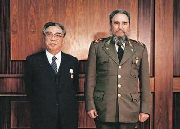 Kim Il-sung junto a Fidel Castro