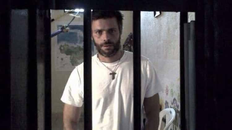 """El 10 de septiembre de 2015, el régimen militar de Nicolás Maduro condenó a Leopoldo López a 13 años, 9 meses y 7 días de prisión por """"instigación pública"""""""