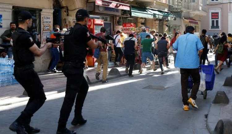 Los agentes evitaron que los activistas lleguen a la Plaza Taksim (Reuters)