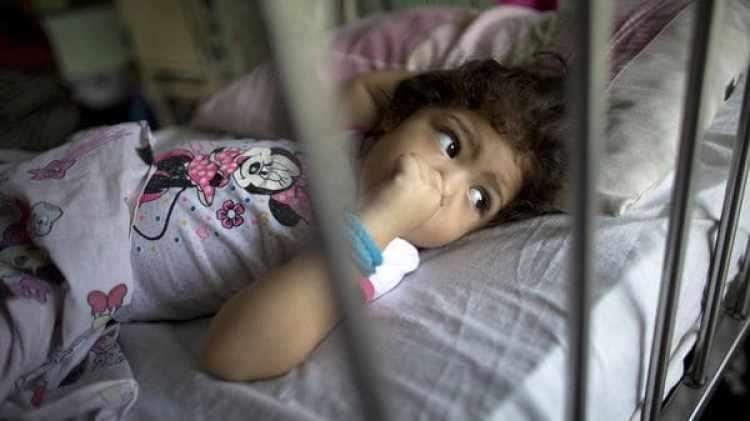 Advierten que los niños corren peligro en los hospitales públicos de Venezuela (AP)