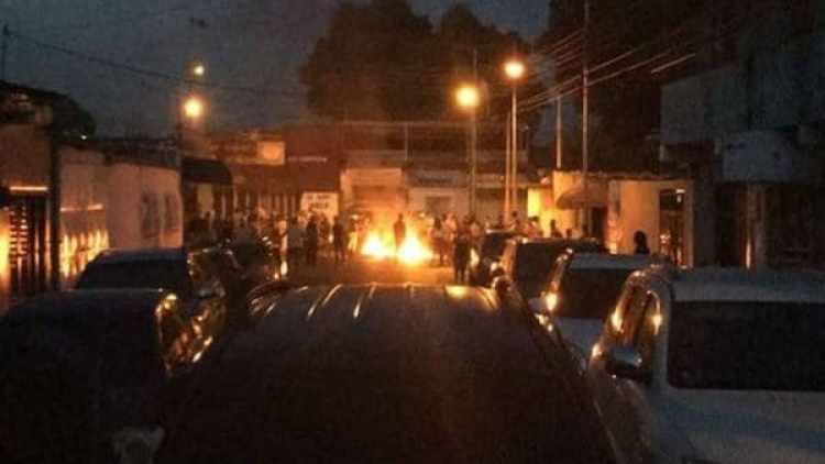 Un momento de los disturbios en Maracay