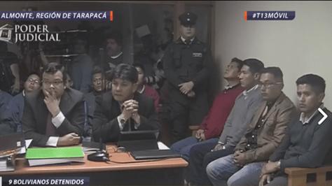 Los bolivianos detenidos en Chile durante la audiencia en el Juzgado de Pozo Almonte, este miércoles.