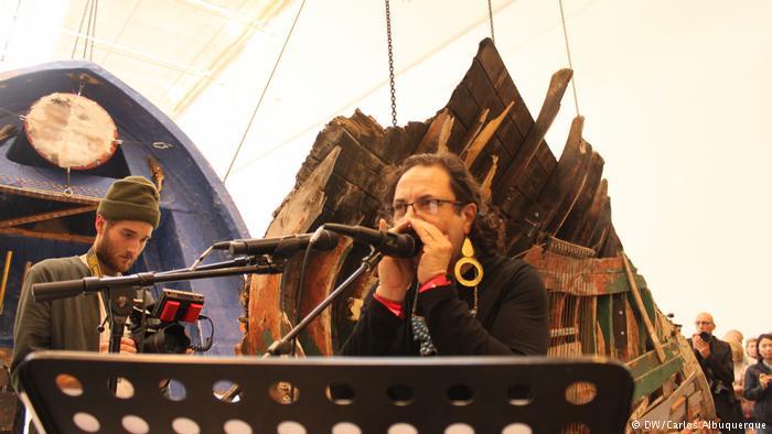 Kassel Sonic Borders 2 des Künstlers Guillermo Galindo bei der Documenta (DW/Carlos Albuquerque)