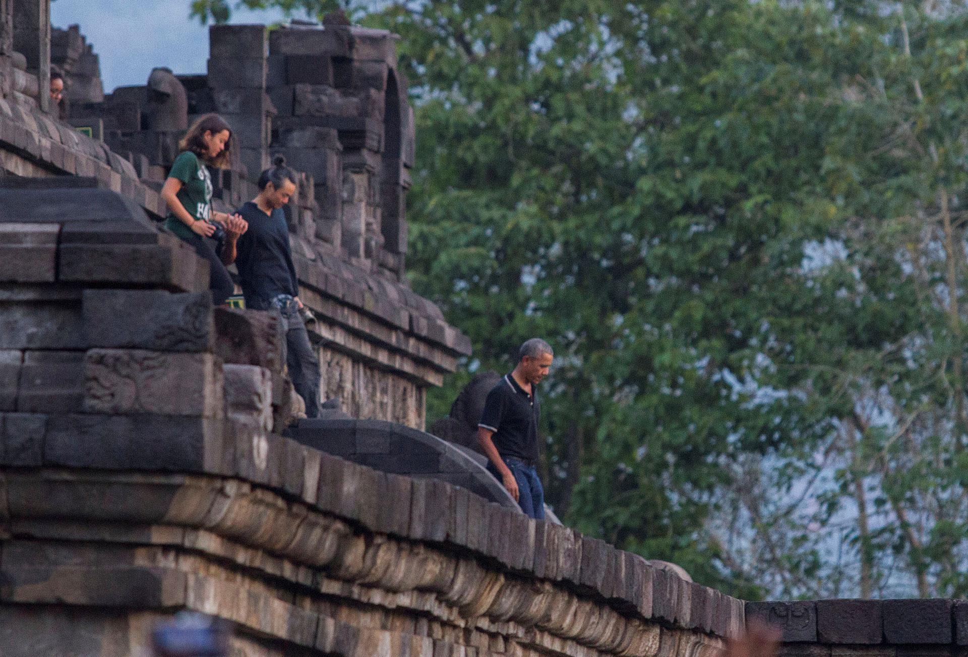 El presidente también visito el templo Borobudur, que data del siglo IX (Reuters)