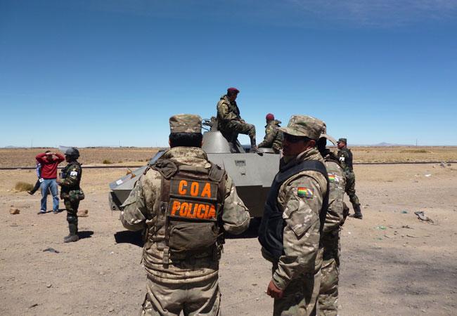 Los agentes del Control Operativo Aduanero (COA) controlan el ingreso y salida de Challapata. ABI/Daniel Espinoza