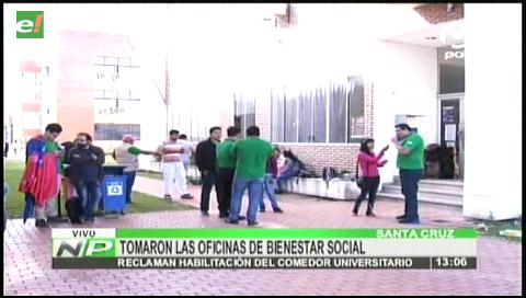 Universitarios de la Gabriel tomaron las oficinas de Bienestar Social