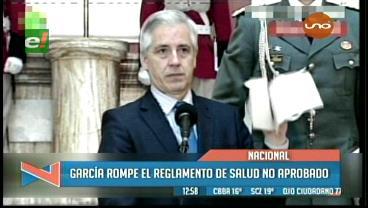 García rompe borrador de reglamento de la Autoridad de Fiscalización y llama al diálogo a médicos