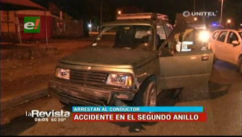 Dos vehículos chocaron en el segundo anillo, los conductores fueron detenidos