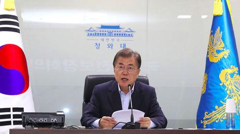 El presidente de Corea del Sur, Moon Jae-In, preside una reunión de emergencia con los miembros del Consejo de Seguridad Nacional en la Casa Presidencial de Seúl
