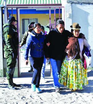 Familiares revelan que Gobierno pidió a los nueve que no hablen