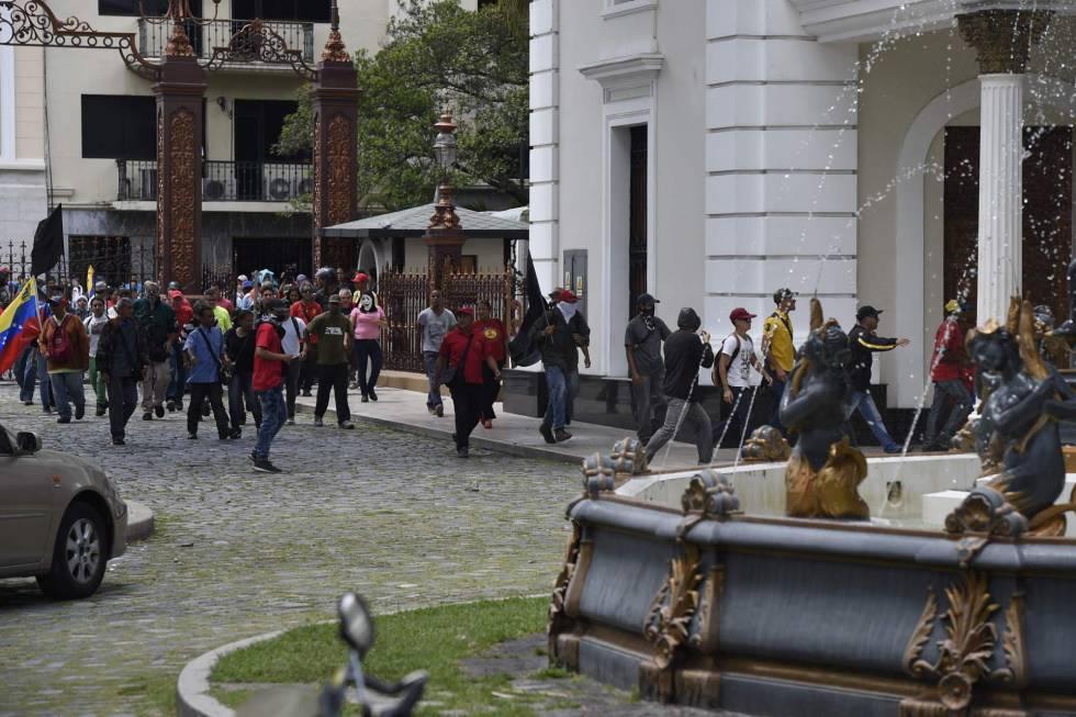Seguidores chavistas en el Parlamento venezolano.