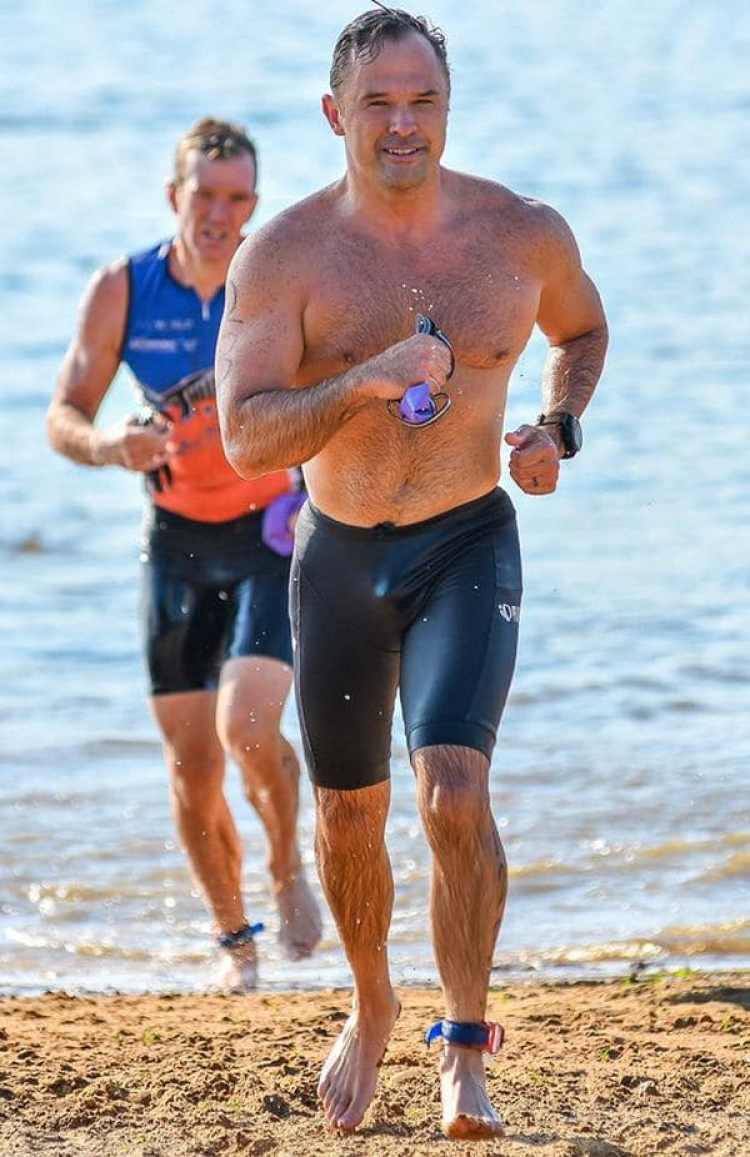 Greg Goodman entrena a atletas para competiciones extremas. A Noe lo ponía en forma para que participara de un Iron Man (Facebook)