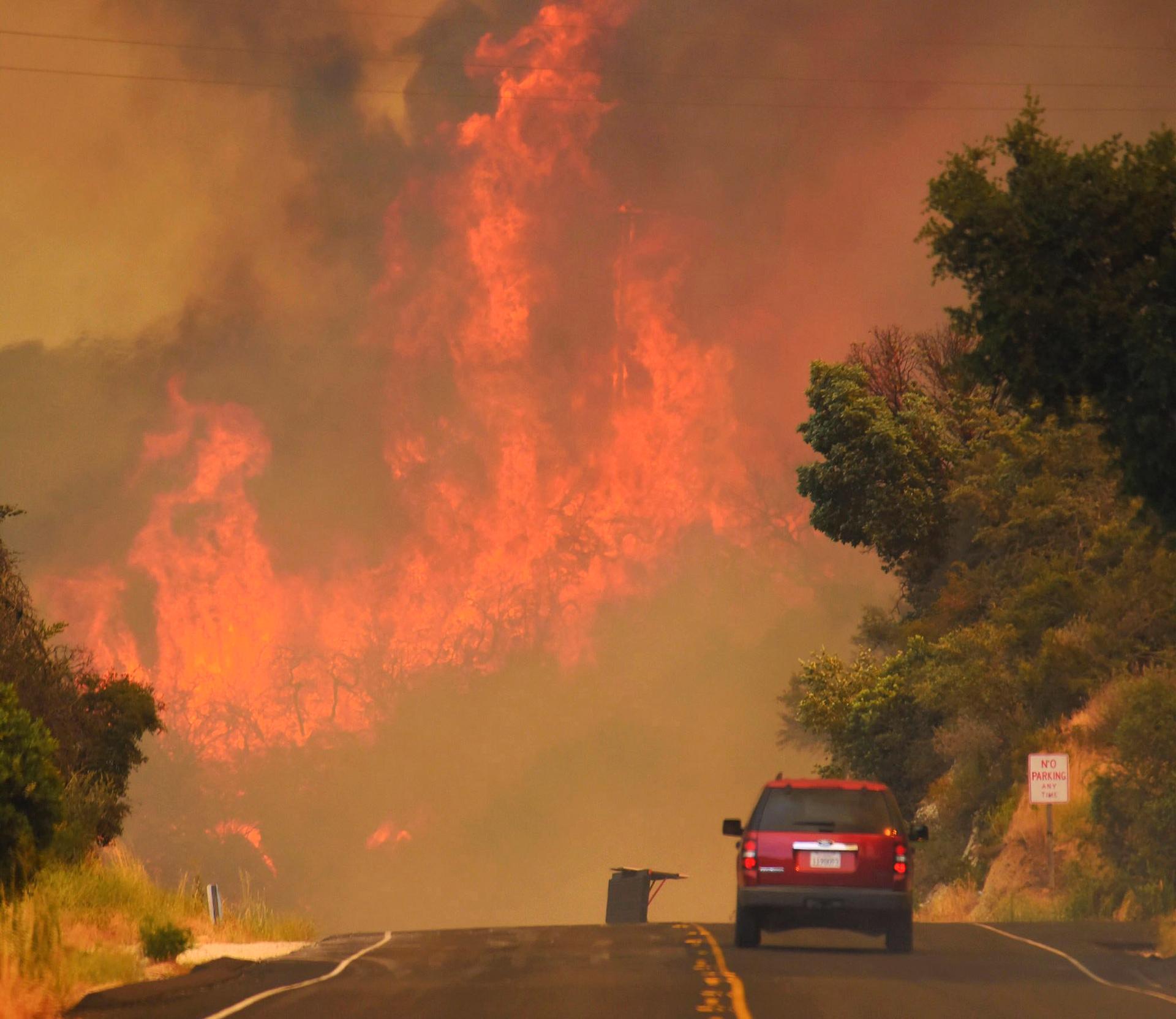Más de 4.000 personas fueron evacuadas por el fuego