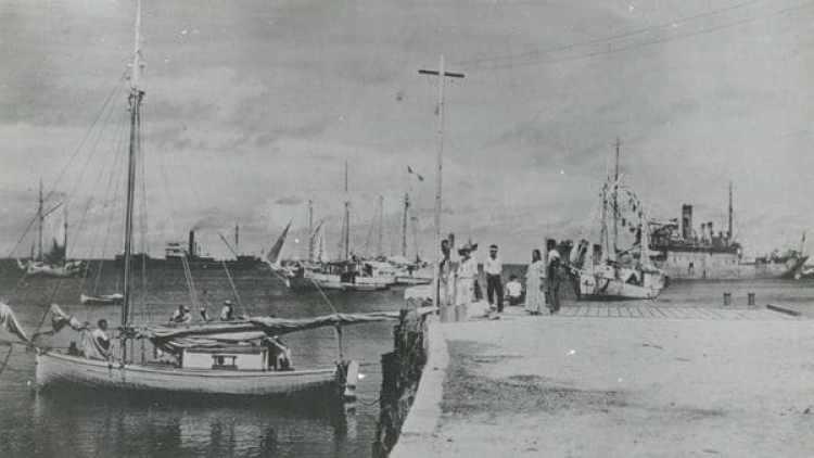 La fotografía que podría explicar qué ocurrió con Amelia Earhart el 2 de julio de 1937 (Archivos Nacionales / History Channel)