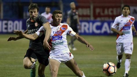 Incidencia del encuentro entre Nacional Potosí y el club argentino Estudiantes de La Plata