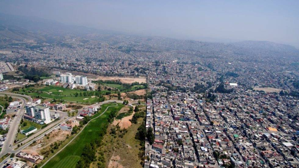 Una urbanización de lujo, blindada en medio de barriadas populares, ejemplifica la desigualdad en el Estado de México