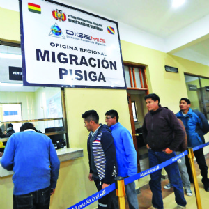 Aduaneros expulsados ya no hacen operativos en carretera