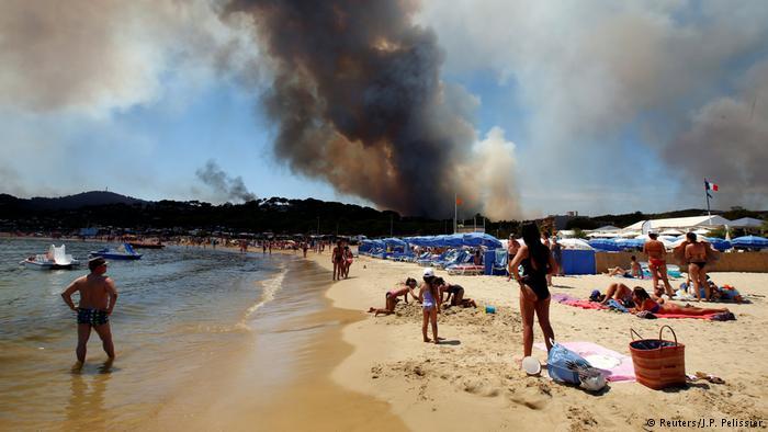Frankreich Waldbrände in Bormes-les-Mimosas - Strandurlaub (Reuters/J.P. Pelissier)