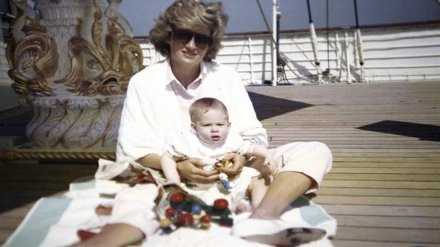 Algunas de las fotos del álbum privado de Lady Di que los príncipes Guillermo y Harry revelaron en el documental Diana, nuestra madre