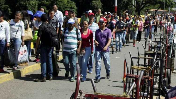 Los ciudadanos venezolanos que estén en Colombia con sus papeles vencidos podrán permanecer en el país (Reuters)