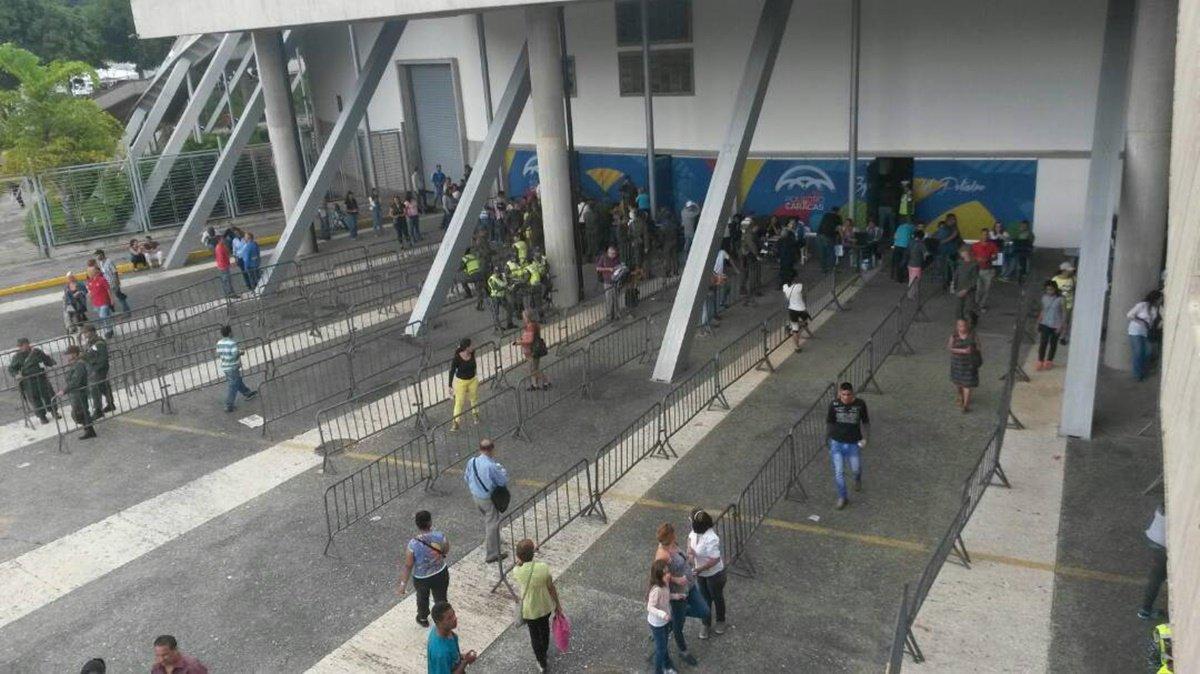 Asi se encuentra el Poliedro de Caracas, el mega centro del fraude  2:50 pm