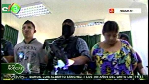 Policía presentó a dos  supuestos integrantes de banda atracadora de Eurochronos