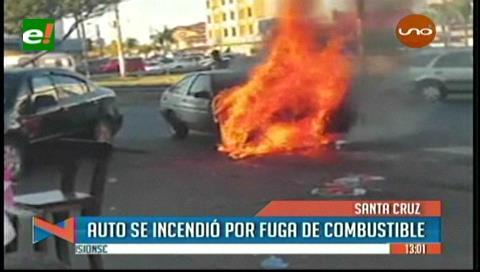 Vehículo se incendia por fuga de combustible