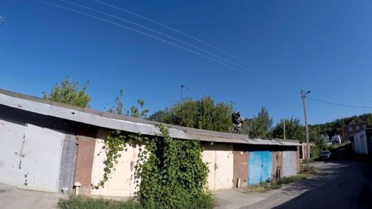 Negoda la prueba en el techo de una casa