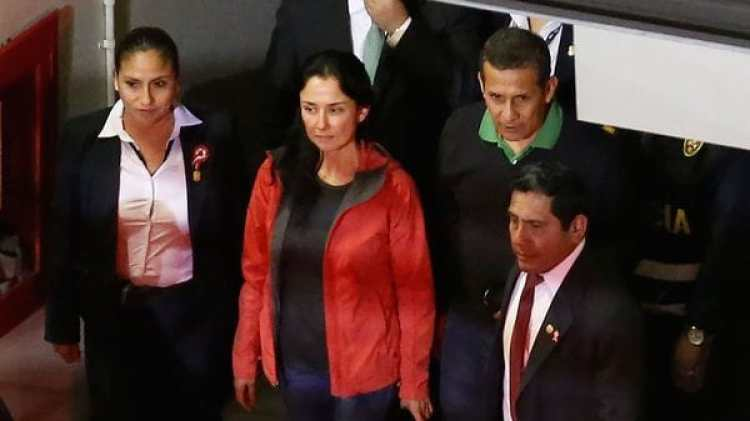 Humala y Heredia al entregarse a las autoridades (AFP)