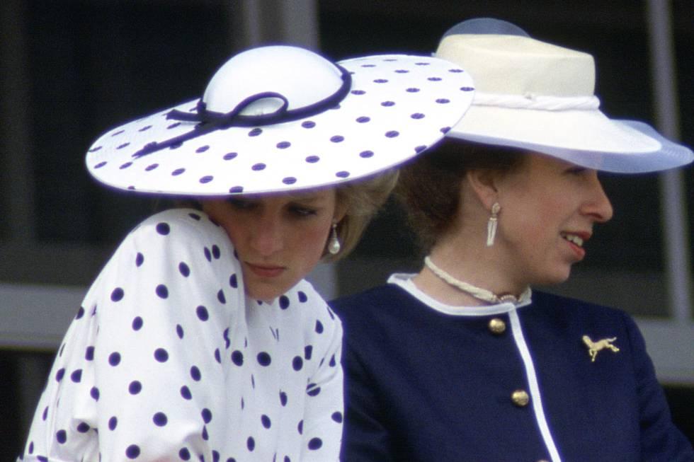 Lady Di junto a la princesa Ana en 1986.