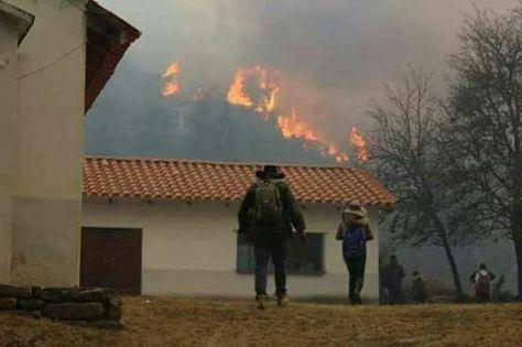 El fuego se acerca a sitios poblados