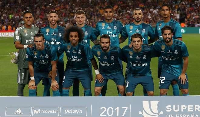 El Real Madrid jugó por primera vez sin su tradicional camiseta blanca en el Camp Nou.