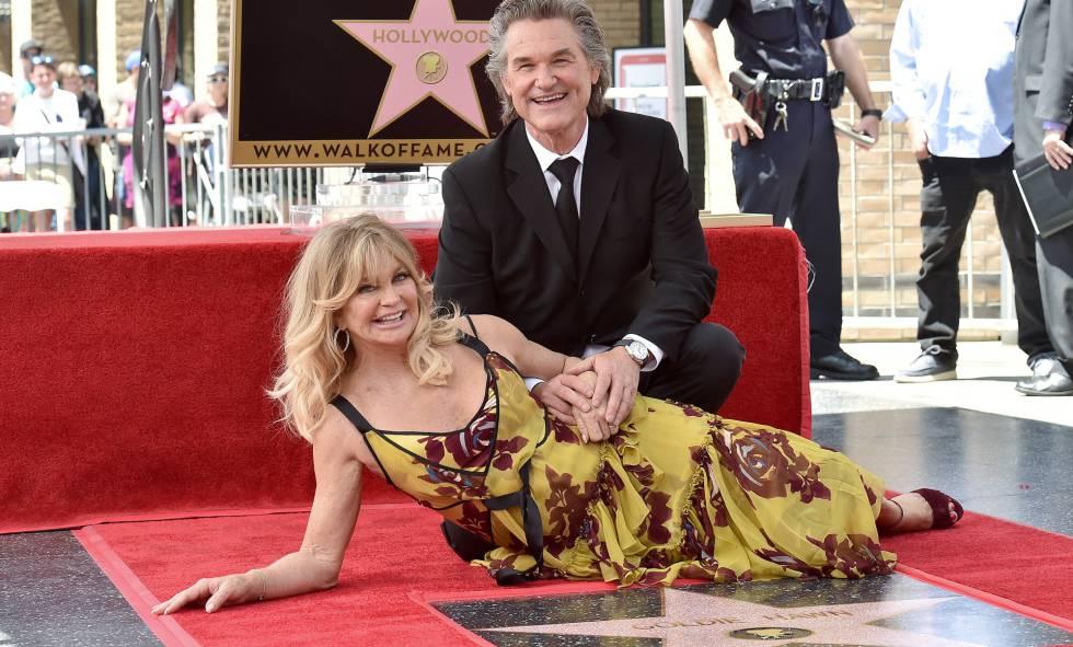 Goldie Hawn y Kurt Russell, con su estrella en el paseo de la fama de Hollywood.