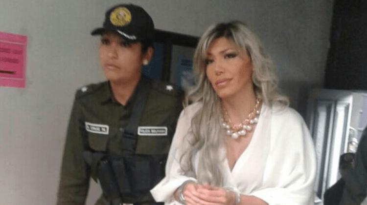 Zapata con esposas Archivo