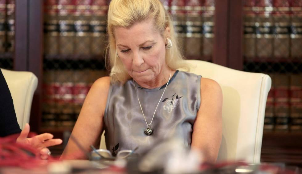 Robin, de 59 años, asegura que el director abusó sexualmente de ella.