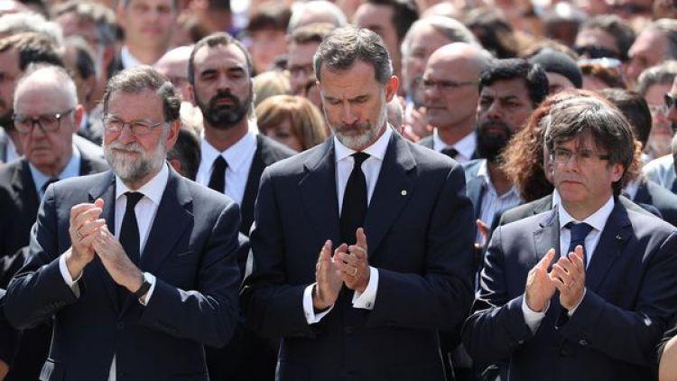 El presidente Mariano Rajoy, el rey Felipe VI y el presidente regional de Cataluña Carles Puigdemont dejaron sus diferencias de lado (REUTERS/Sergio Perez)