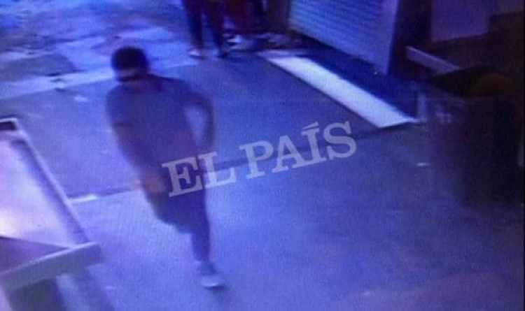 Una imagen del sospechoso escapando por el mercado de La Boqueria tras haber conducido una frugoneta contra una muchedumbre en La Rambla de Barcelona (Reuters)