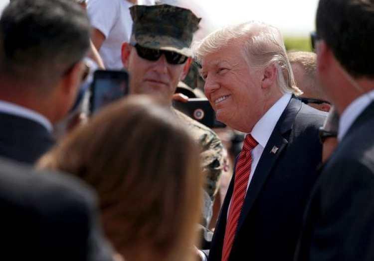 Trump saluda a los marines al llegar aYuma, Arizona(REUTERS/Joshua Roberts)