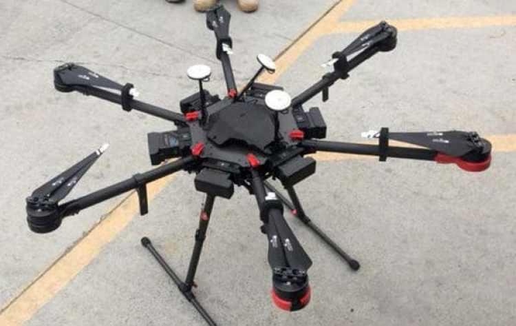El drone, de dos metros de largo, que fue utilizado por los narcotraficantes para contrabandear la mercancía (AP)