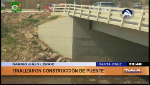 Municipio cruceño habilita puente en el barrio Julio Leigue