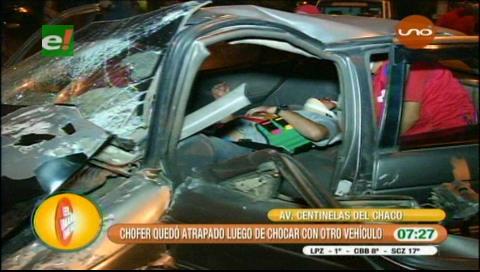 Hombre queda atrapado ente los fierros de su vehículo tras accidente